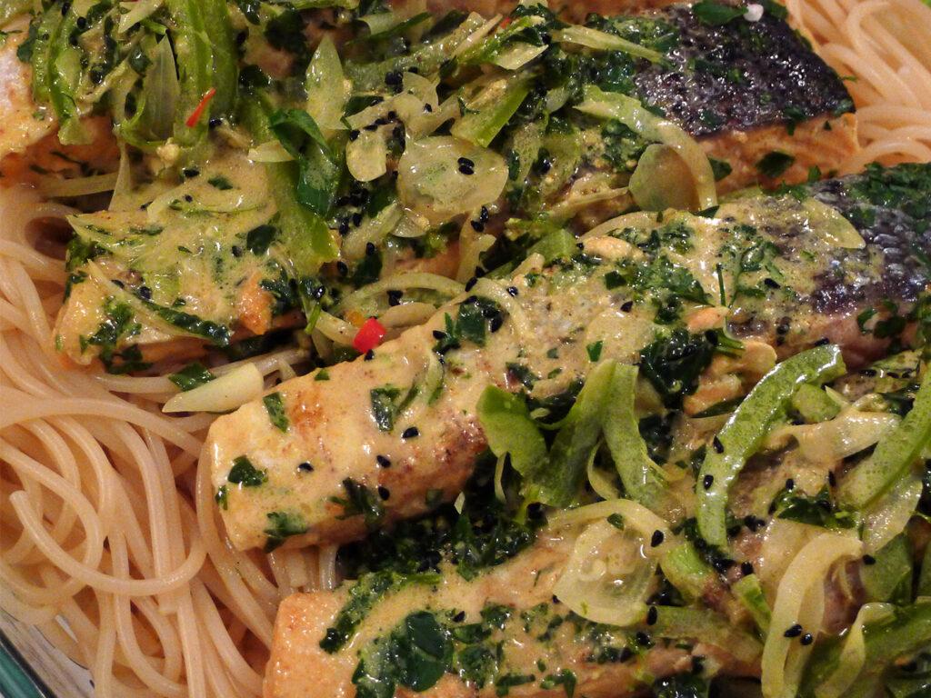 Frische Grüne Paprika rundet das Gericht ab